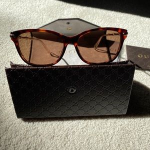 SOLD 💯 Auth Gucci Crystal Sunnies